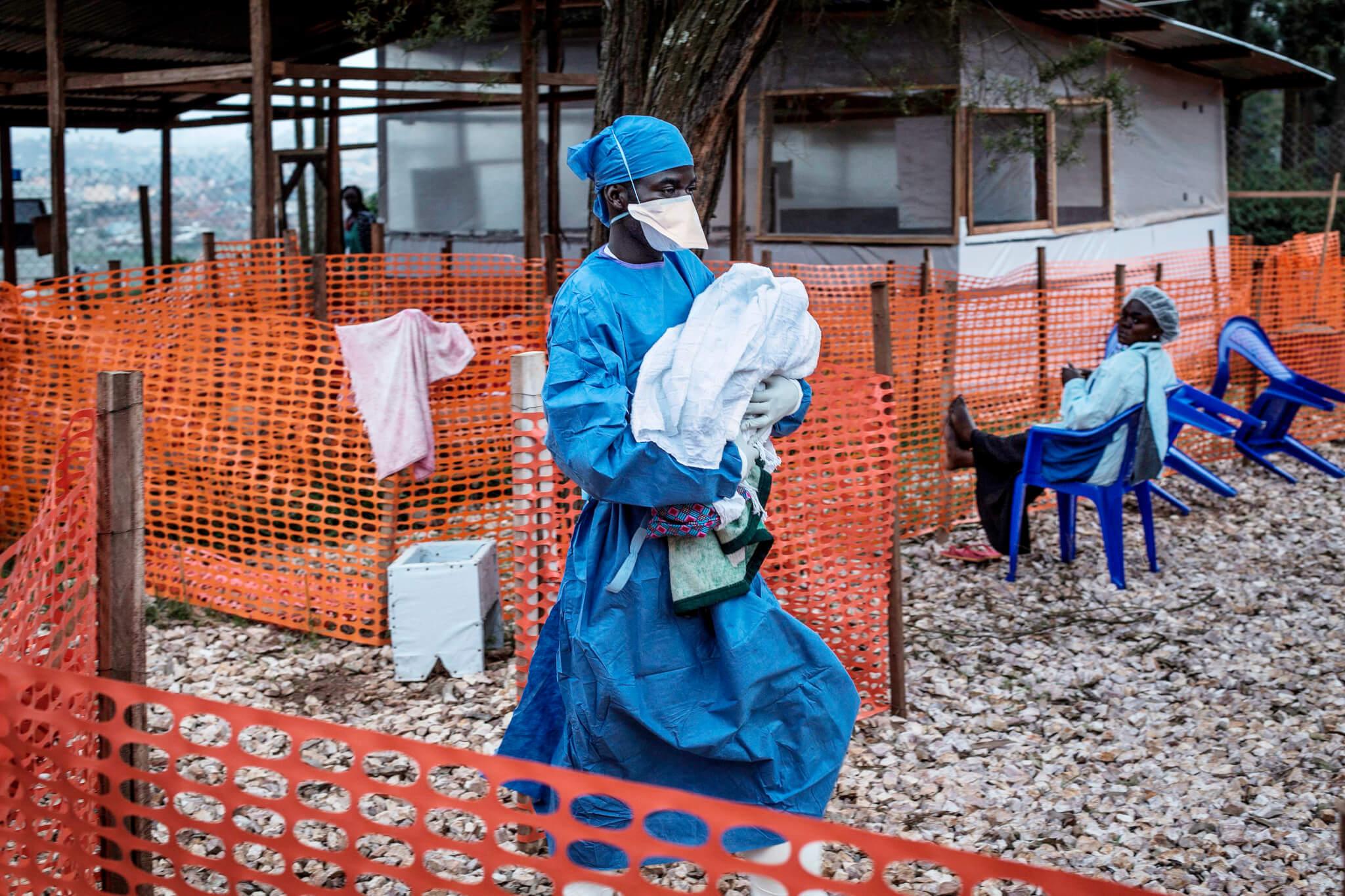 Boj s ebolou a dezinformacemi: zpověď humanitárního pracovníka